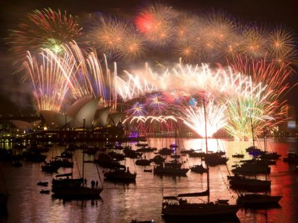 http://www.abc.net.au/news/2015-01-01/fireworks-light-up-the-sydney-harbour-bridge/5995388